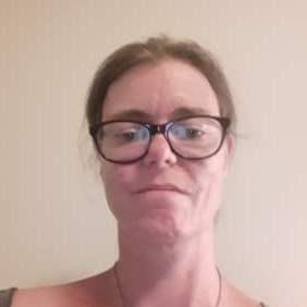 42-årig kvinde søger fællesskab