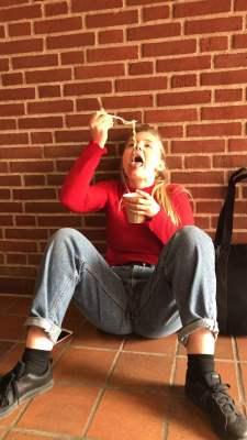 19-årig pige søger nye bekenskaber