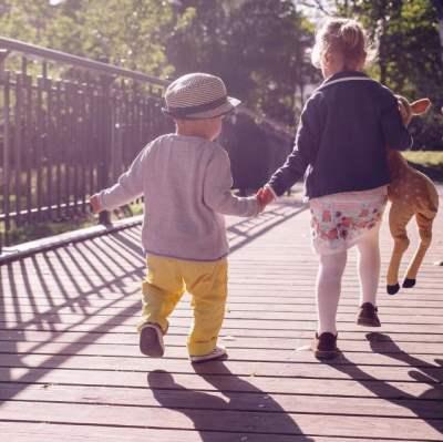 Søger nye venner med børn