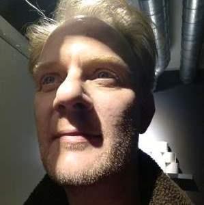 44-årig prof musiker søger venner/v