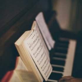 Klaverspiller søges