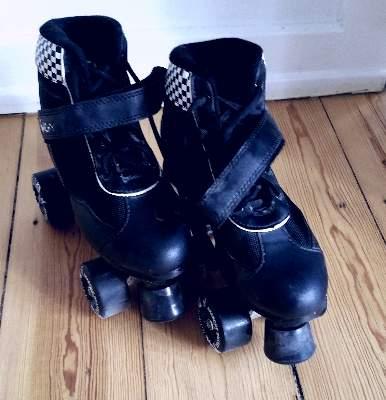 'Lær' mig at stå på rulleskøjter?:)